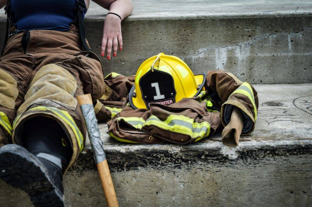 career firefighter relaxing job 162540 1024x682