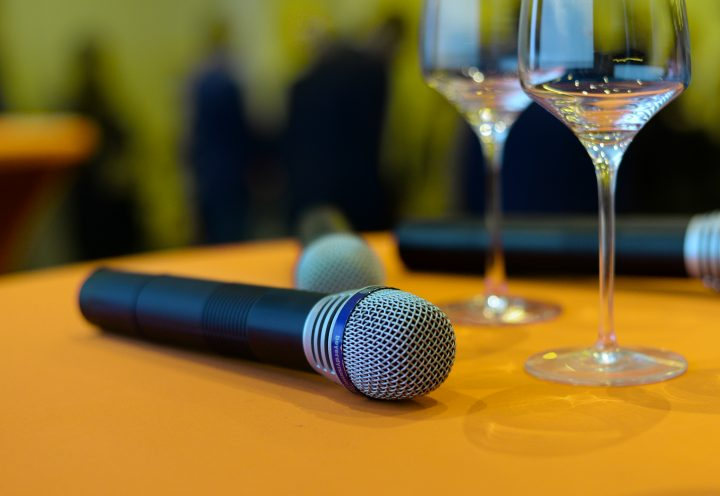 mic microphone sound check sing 722706 e1518399356390