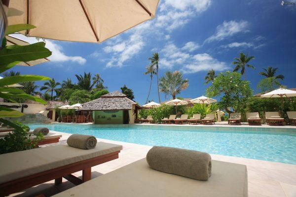 beach chairs clouds hotel 338504 e1529976456307